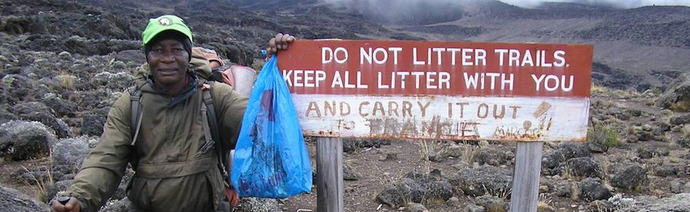 Déchets ramassé sur le Kilimandjaro