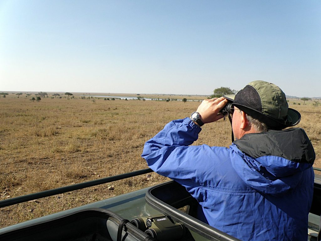 Utilisation des jumelles en safari